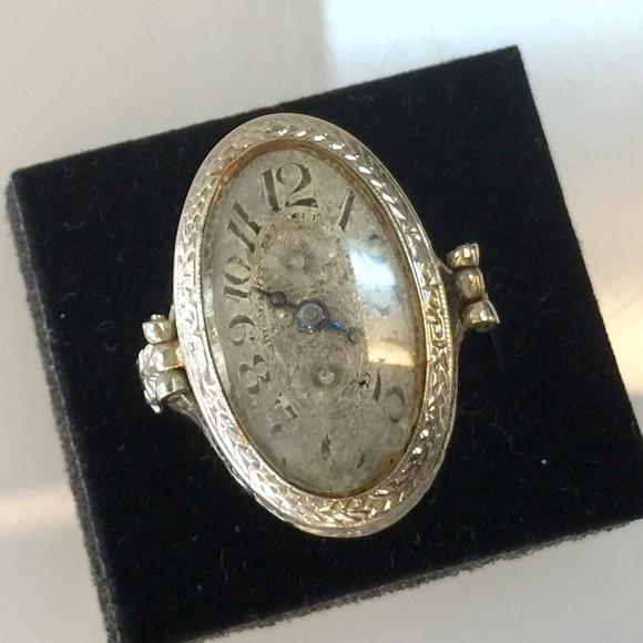 Vintage 14k Erie Watch Co. Finger Watch